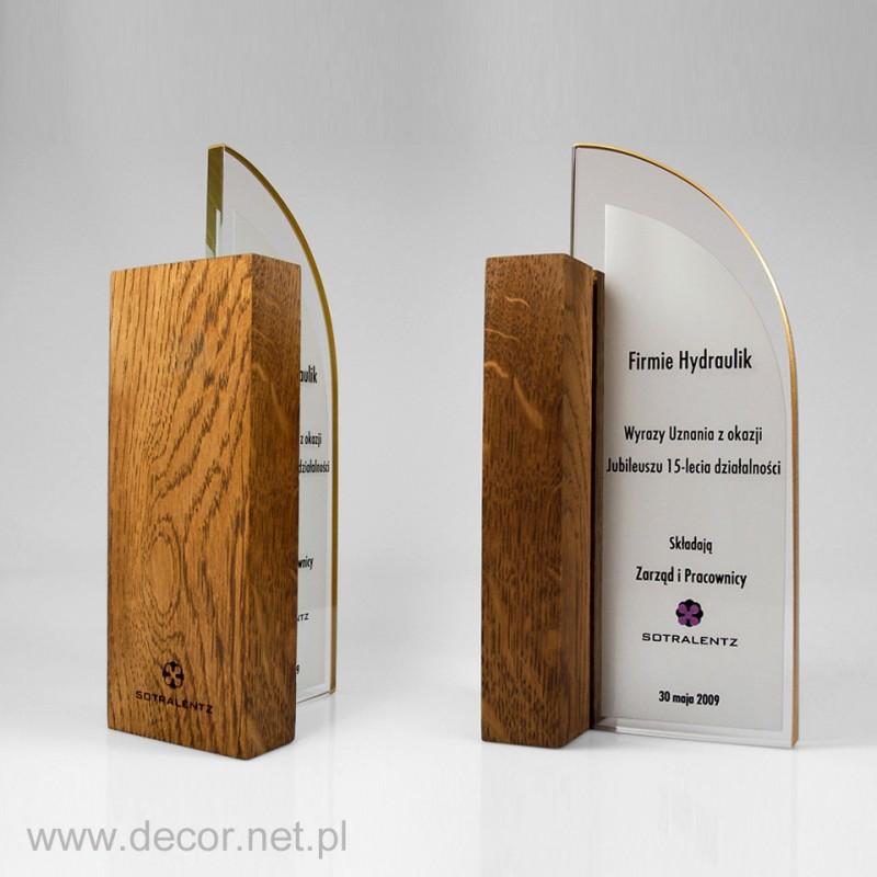 Szklana statuetka z drewnem