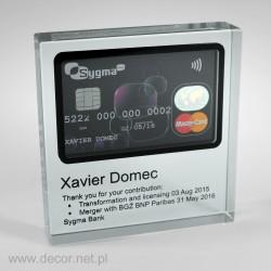 Kryształ z kartą kredytową